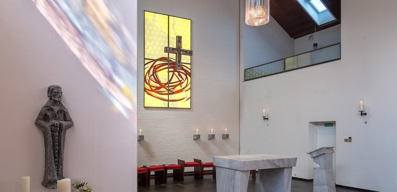 Beleuchtetes Altarbild für die Pfarrkirche St. Ansgar