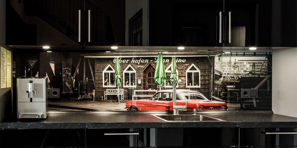 Individuell bedruckte Küchenwand für Pantry-Küche